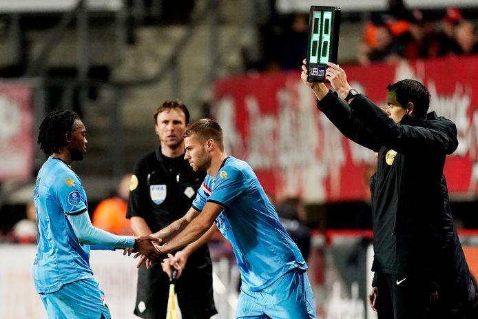 Miquel Nelom (l) is terug van de blessure die hij tegen FC Twente opliep.