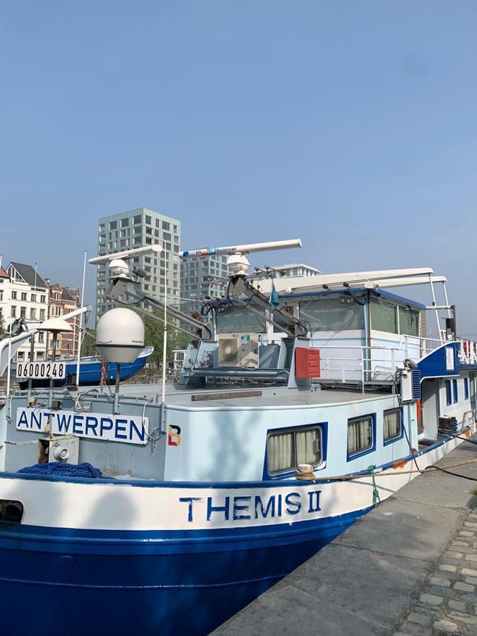 Het opleidingsschip Themis II van de school werd vorig jaar vernieuwd.