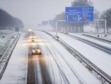 In Groningen wordt ook avondklok overtreden; niet om te rellen, maar om in de sneeuw te spelen