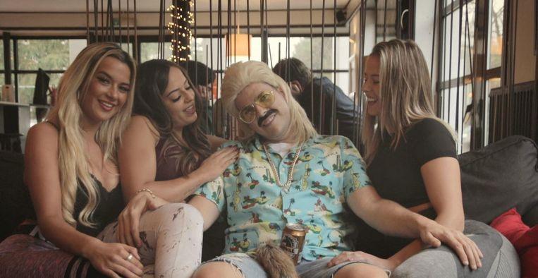 Ronny Retro schittert in zijn allereerste videoclip.
