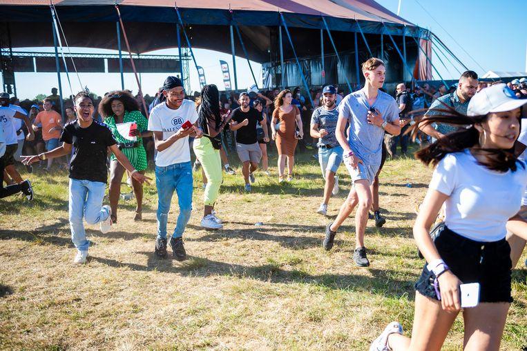 De jongeren bestormden vrijdag het terrein toen ze te horen kregen dat het festival niet zou doorgaan.
