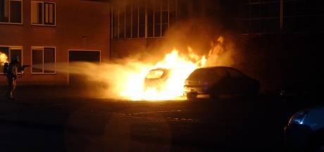 Auto volledig uitgebrand in Meppel