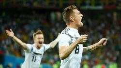 Kroos schenkt Duitsers in toegevoegde tijd de zege tegen Zweden en houdt zo hoop op volgende ronde levend