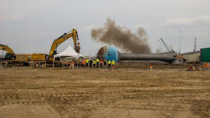 Afbraak Opel-site in haven: blauwe watertoren gesloopt met springstoffen