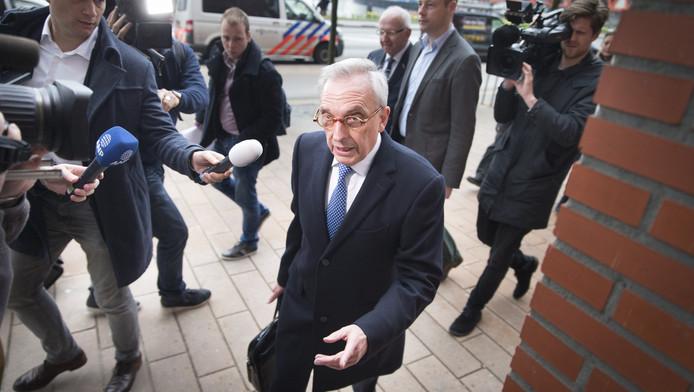 Jos van Rey bij zijn aankomst in de rechtbank in Rotterdam