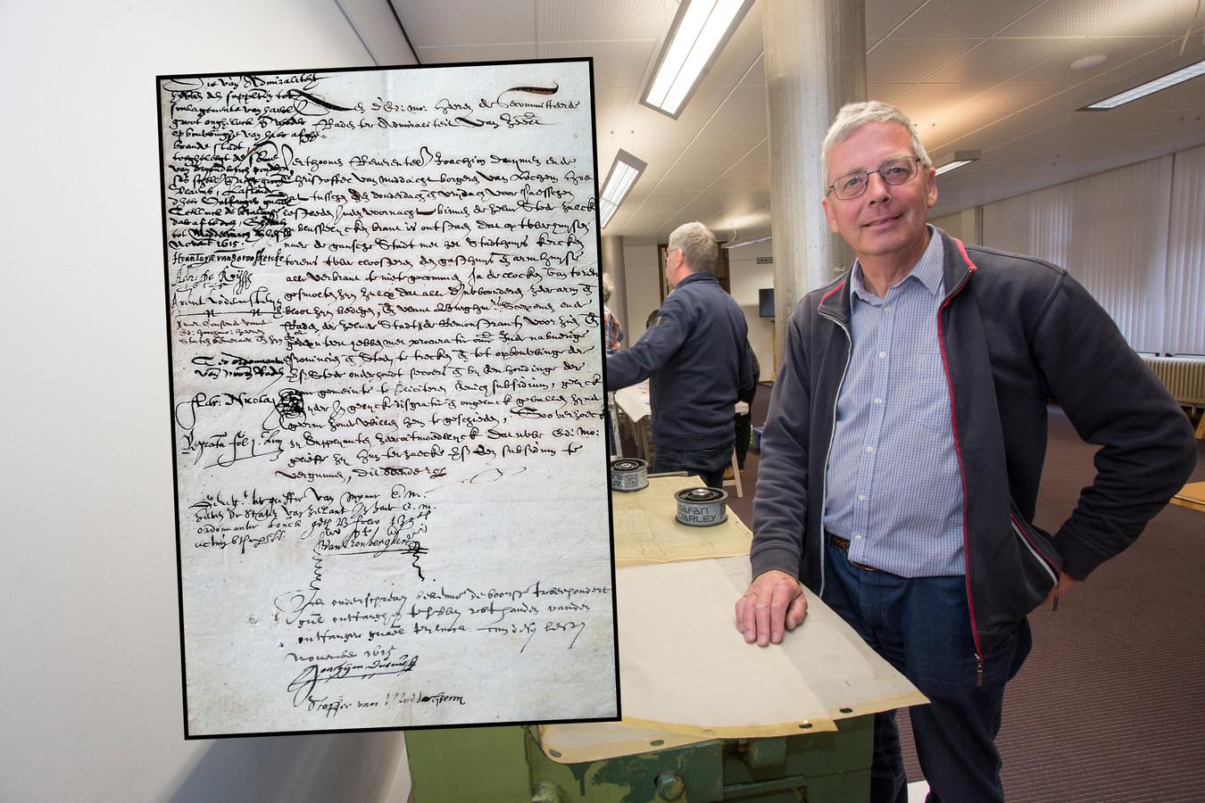Paul Roodbol van Historisch Genootschap Lochem is in zijn nopjes met de ontdekking van de bedelbrief uit 1615. ,,Maar die blijft in het Zeeuws Archief. Wij hebben geen fysiek museum en missen de juiste condities om zo'n oude, kwetsbare brief te kunnen opslaan.''