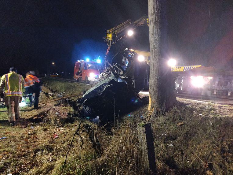 Aan de Lozenweg in Hamont-Achel belandde een auto aan de kant van de baan.