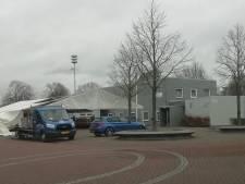 Lewedorp viert carnaval in een tent, naast dorpshuis de Zandlôôper