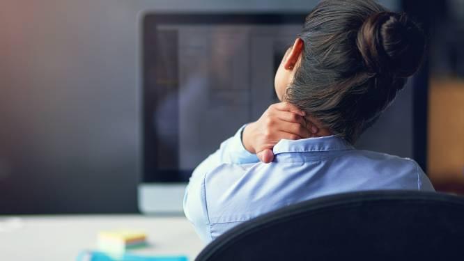 1 op de 5 raakt besmet op het werk: steeds meer mensen onder druk gezet om toch door te werken