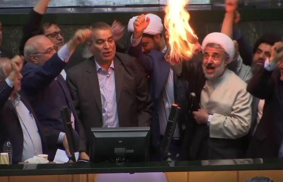De Iraanse haviken waren altijd al gekant tegen het akkoord en verweten president Hassan Rohani dat hij het getekend had.