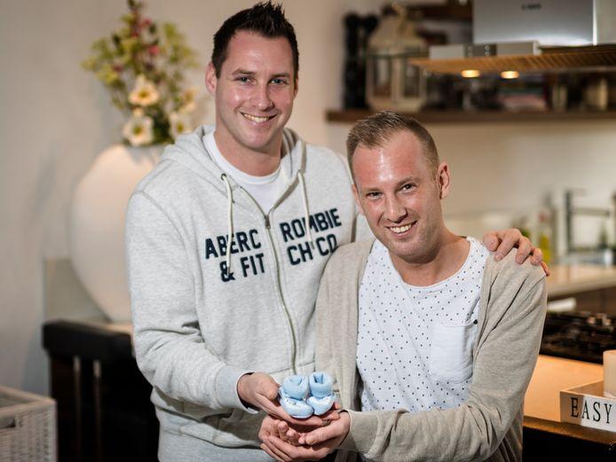 Richard Deijs (l) en Jeffrey Jacobs hebben inmiddels een draagmoeder gevonden en zijn daarmeeeen stapje dichterbij de vervulling van hun kinderwens.