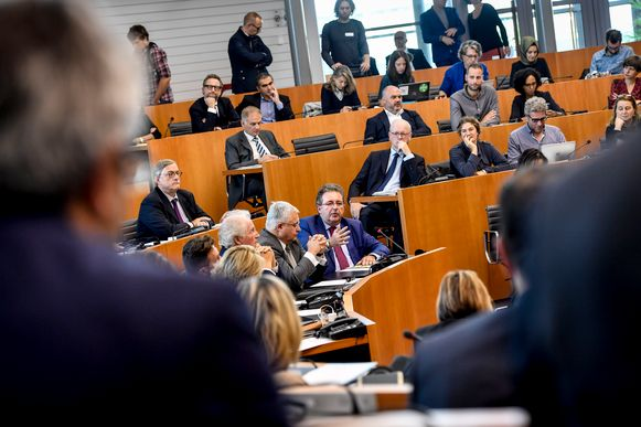 Minister-president Rudi Vervoort in het Brusselse parlement.