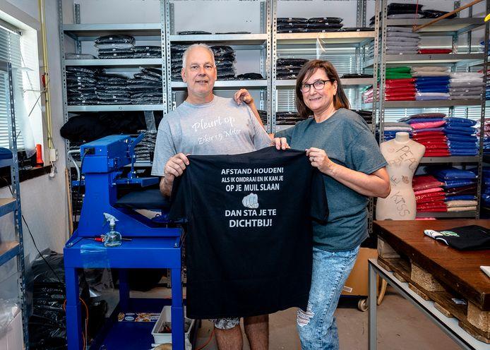 De bedrukte shirts van Rotterdam Firm Fashion zijn een hit.