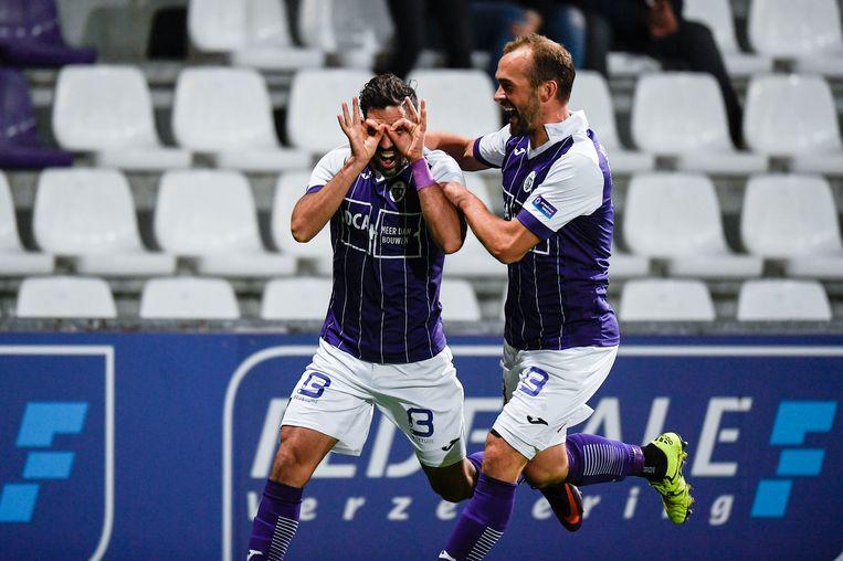 Losada viert zijn doelpunt in de 5-0 zege tegen Roeselare.