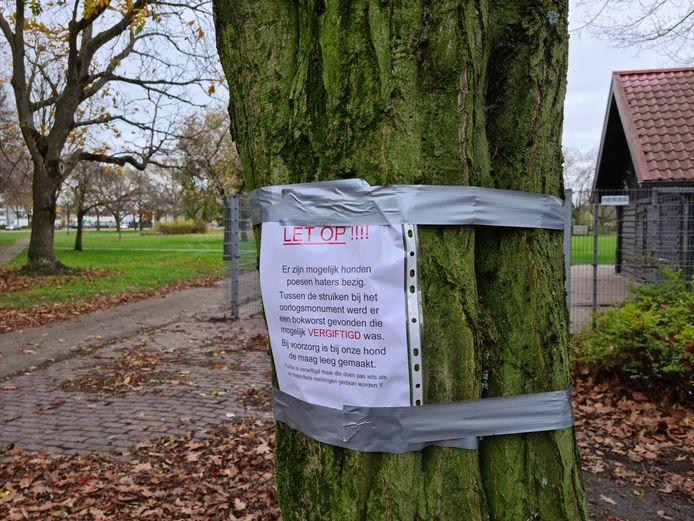 Waarschuwing voor honden- en poezenhaters in het Hortensiapark in Helmond.