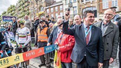 FOTOREEKS. Volkstoeloop voor startschot Dwars door Vlaanderen