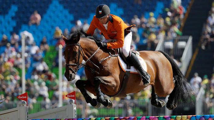 Jeroen Dubbeldam op zijn paard Zenith tijdens de kwalificatieronde.