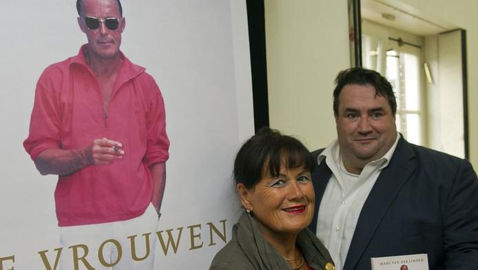 Mildred Zijlstra en royalty-verslaggever Marc van der Linden tijdens de boekpresentatie De Vrouwen van Prins Bernhard. © ANP