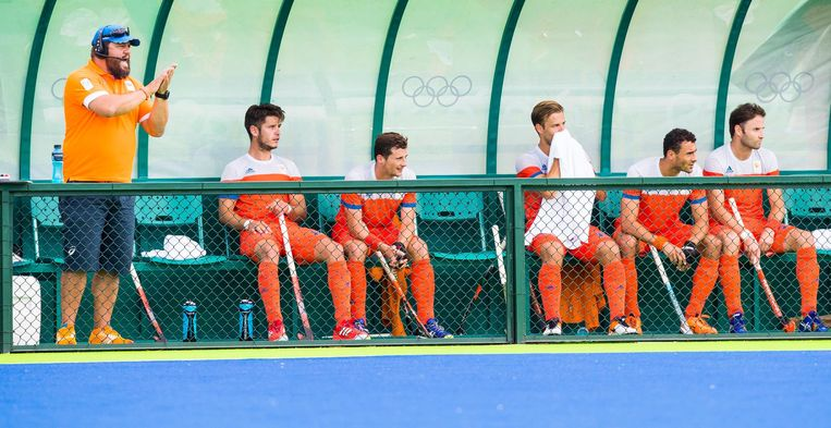 Bondscoach Max Caldas, met Robert van der Horst, Sander Baart, Jeroen Hertzberger, Glenn Schuurman en Rogier Hofman tijdens de poulewedstrijd hockey heren Duitsland-Nederland, tijdens de Olympische Spelen. Beeld afp