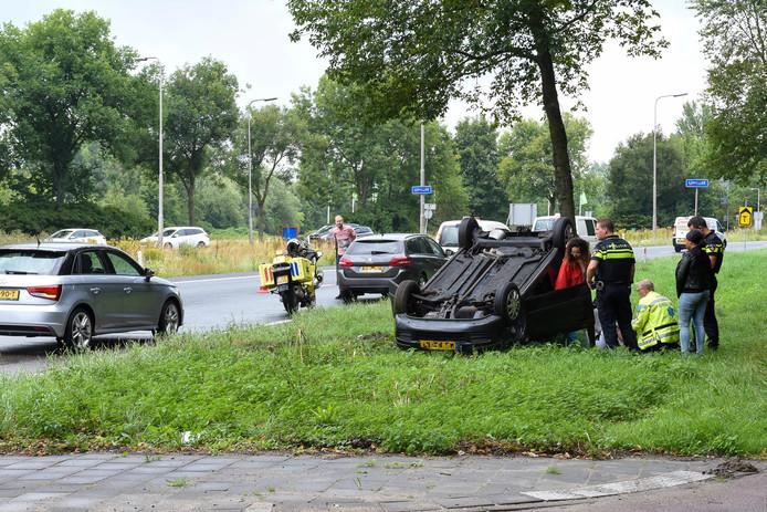 Vermoedelijk verloor de automobiliste de macht over het stuur vanwege een glad wegdek.