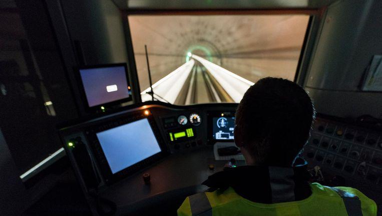 Een testrit met de Noord/Zuidlijn. De bestuurders zijn vol lof over de inrichting van de stations Beeld Elmer van der Marel