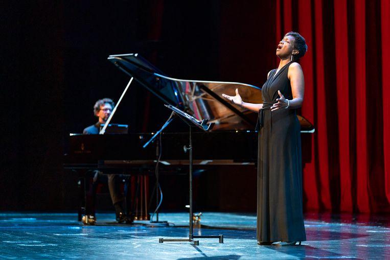 Claron McFadden zingt bij De Nationale Opera. Beeld Michel Schnater