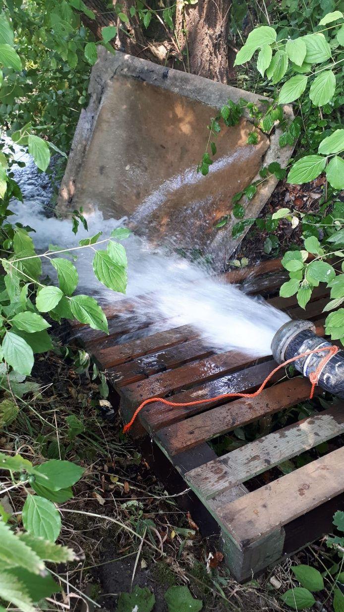 Foto ter illustratie: In 2018 werd ook water opgepompt voor de beek de Reusel.