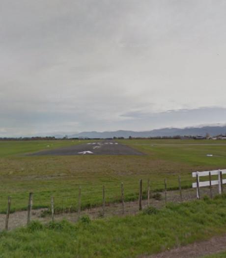 Doden door botsing vliegtuigjes vlak voor landing, helikopter ontsnapt aan klap