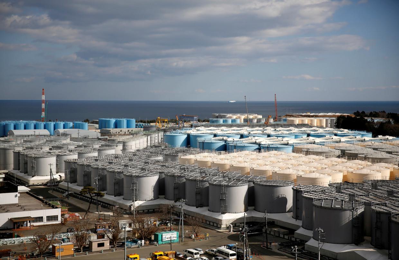 De opslagtanks met radioactief water nabij de kerncentrale van Tepco in Fukushima.