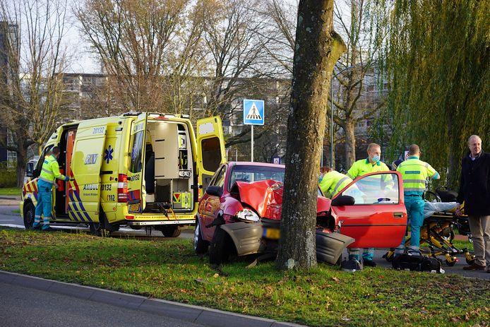 Het ongeluk op de Hoofseweg in Oosterhout.