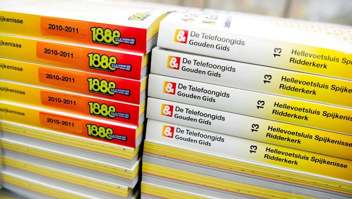 De Telefoongidsen liggen klaar voor distributie in het depot in Amsterdam.