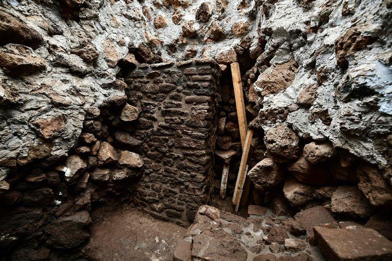 De pas ontdekte muur van de Tlahuica-tempel.