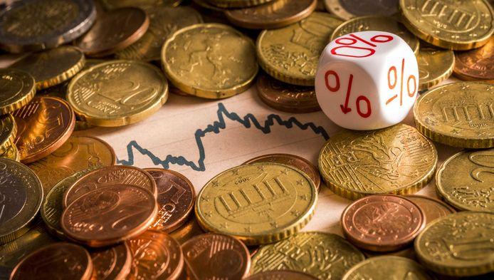 De dreigende pensioenkortingen hebben geen effect op de salarissen van pensioenbestuurders. De SP wil hun beloning onder de balkenendenorm brengen.