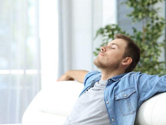 Zonder dat we het beseffen, vervuilen we de lucht in huis. Door je bewust te zijn van een aantal zaken kan je de luchtkwaliteit in je woning een pak verbeteren.