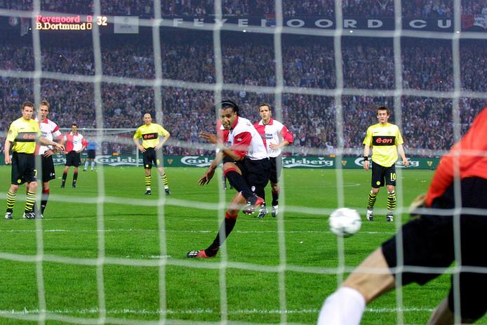 Pierre van Hooijdonk vindt het nemen van een strafschop niets bijzonders. Dat vond hij als speler ook al niet. Hij miste amper en scoorde onder meer in de Uefa Cup-finale tegen Borussia Dortmund.