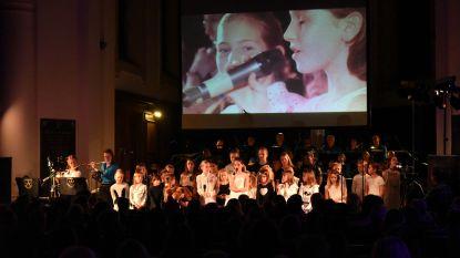 VVZ-Band en kinderkoor 't Mulderke samen op het podium
