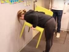 Maffe stoelchallenge gaat viraal: meeste vrouwen kunnen het maar mannen vaak niet
