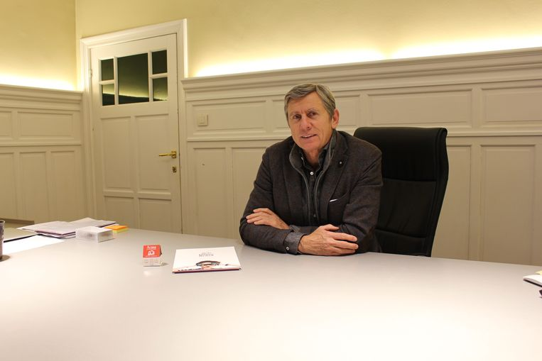 Zaakvoerder René Vercruysse in het lege kantoor. De dieven namen werkelijk alles mee.