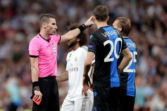 Brugge's Ruud Vormer, right, gets a red card by referee Georgi Kabakov during the Champions League group A soccer match between Real Madrid and Club Brugge, at the Santiago Bernabeu stadium in Madrid, Tuesday, Oct.1, 2019. (AP Photo/Manu Fernandez)