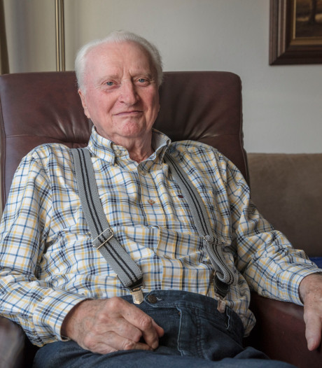 Boek met de oorlogsherinneringen van Gerrit Manders uit Helmond