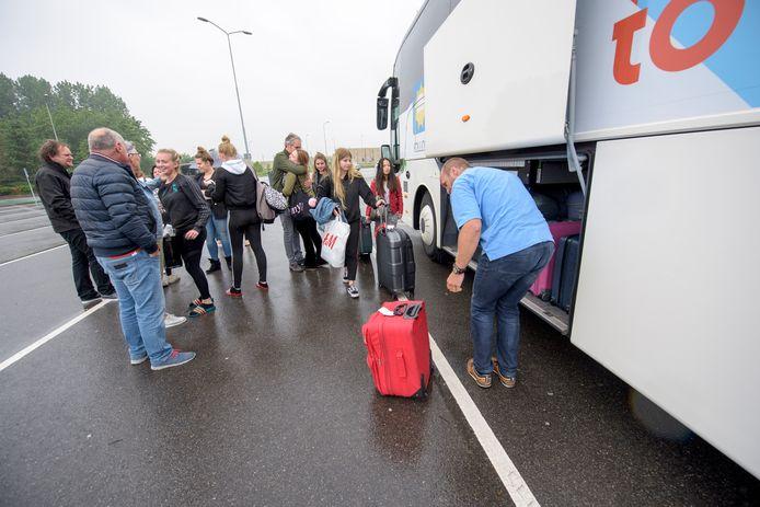 Bus met scholieren vertrekt voor vakantie naar Lloret de Mar.