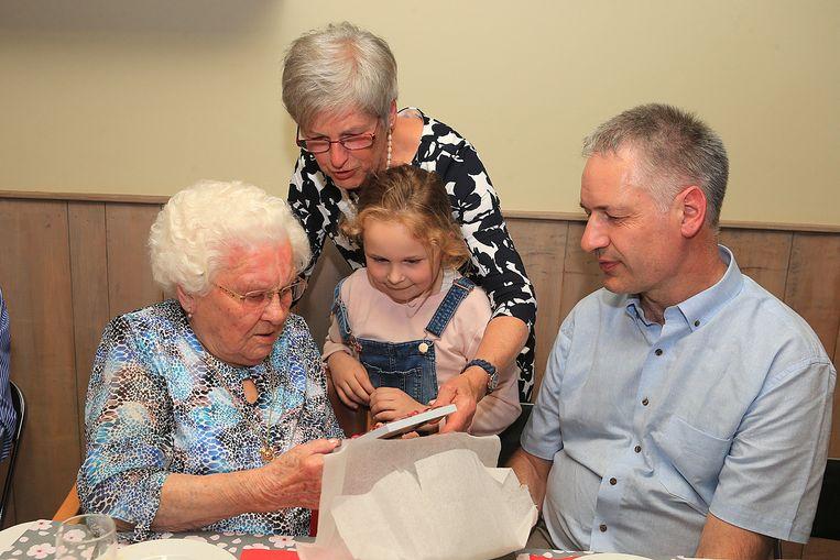 Bij een 110de verjaardag horen natuurlijk ook cadeaus.