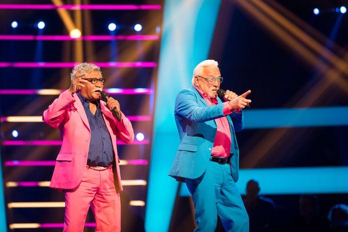 Mick en Henk tijdens hun optreden bij The Voice Senior