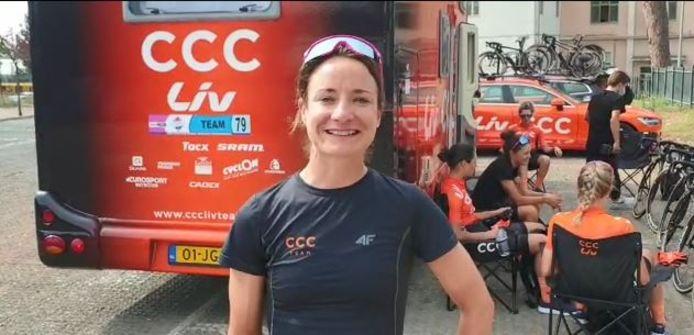 Wielrenster Marianne Vos heeft Peter van der Ven in een videoboodschap succes gewenst bij diens afscheid als wethouder van de gemeente Altena.