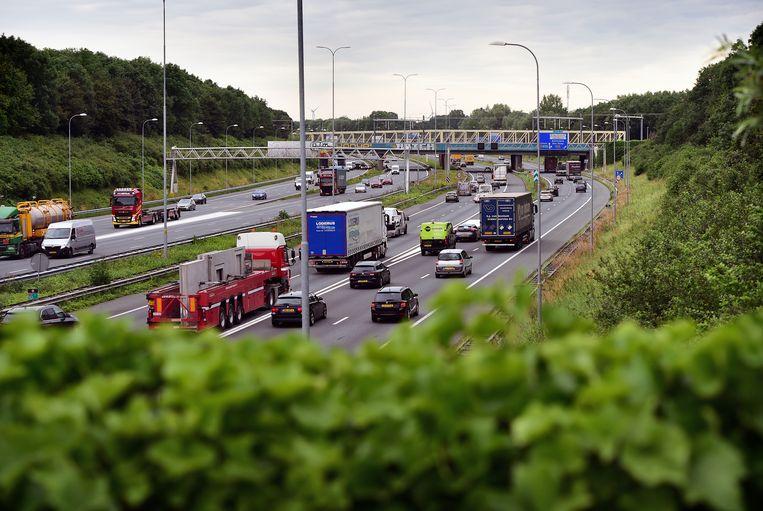 De verbreding van de A27 is voorlopig uitgesteld omdat het leidt tot meer stikstofuitstoot.  Beeld Marcel van den Bergh / de Volkskrant