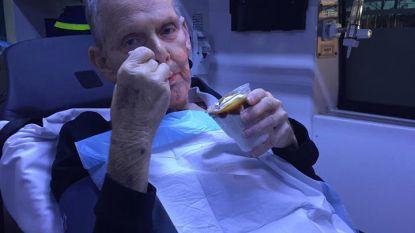 Ambulanciers rijden met stervende man naar McDonald's voor ijsje