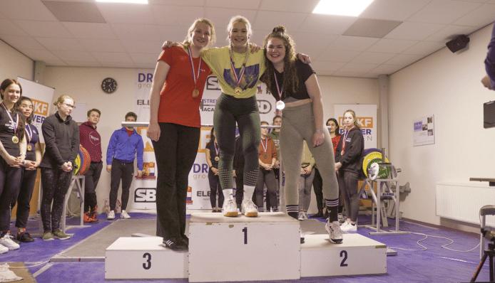 Michelle de Jong (midden) op het erepodium.