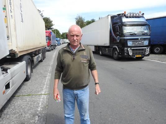 Trucker Marc kon zijn ogen niet geloven en zag hoe een trucker door een groepje illegalen achtervolgd en afgetuigd werd op de snelwegparking van Gentbrugge.