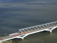 Megaklus op de Moerdijk: spoorbrug krijgt (eindelijk) windschermen