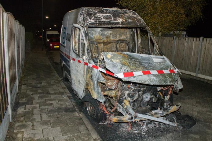 De uitgebrande bedrijfsbus van DNWG.